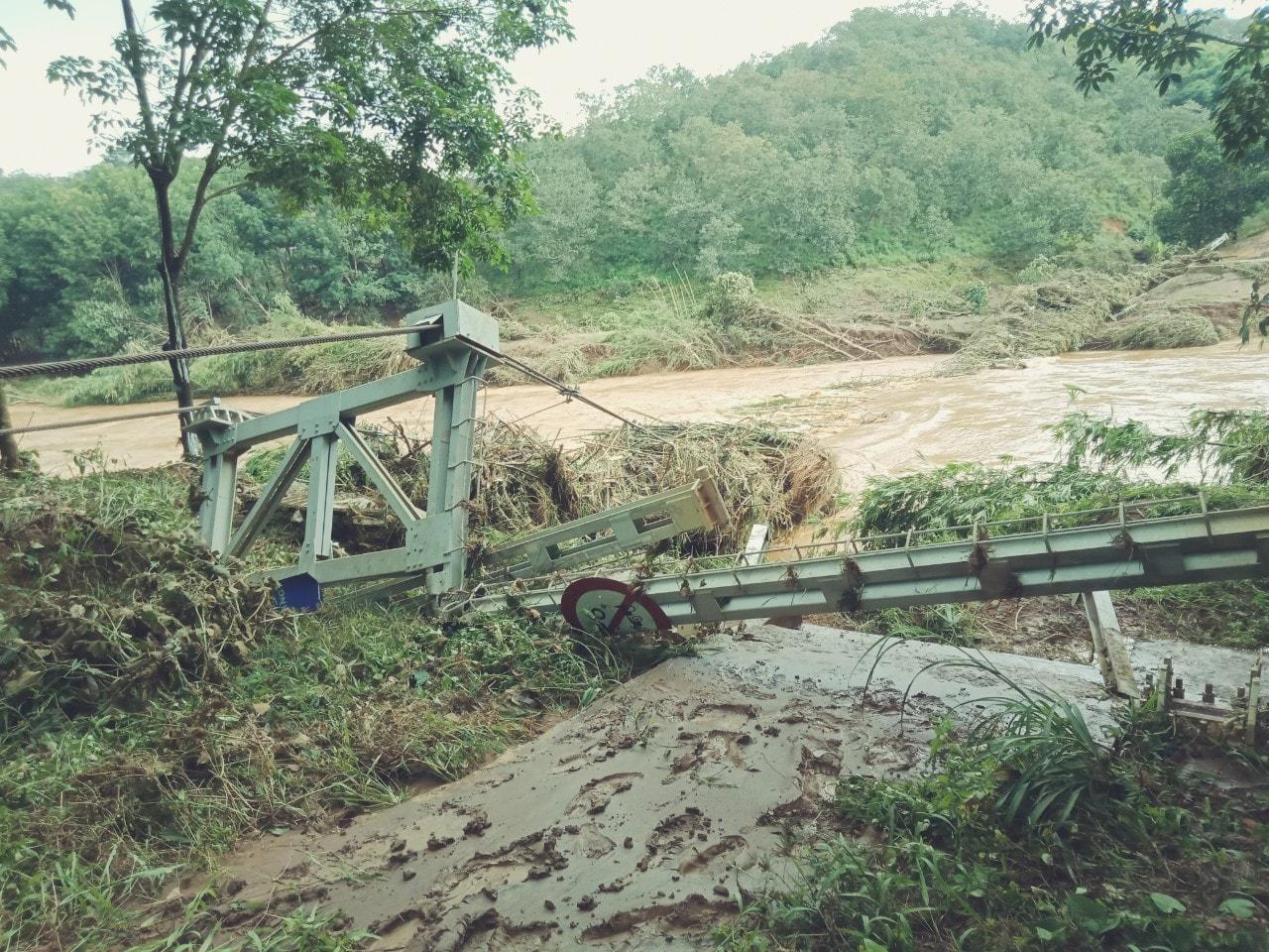 Hiện trường cây cầu dân sinh được đầu tư xây dựng với kinh phí hơn 3,5 tỷ đồng bắc qua Sông Lấp trên địa bàn xã Phú Sơn, huyện Bù Đăng, tỉnh Bình Phước bị lũ cuốn bay đêm ngày 8-8-2019