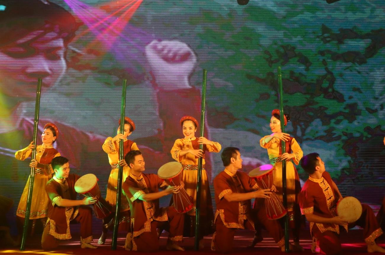 Tiết mục trình diễn văn hóa truyền thống các dân tộc của tỉnh Tuyên Quang