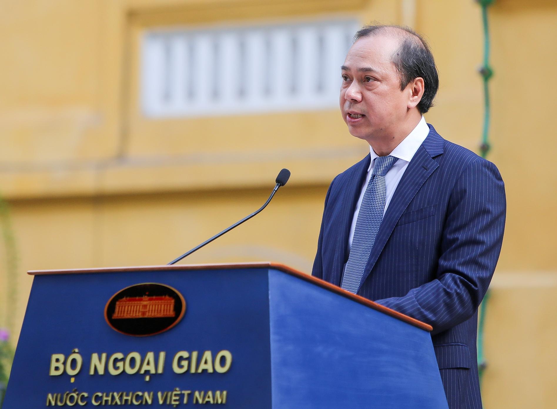 Thứ trưởng Bộ Ngoại giao Nguyễn Quốc Dũng phát biểu tại buổi lễ. Ảnh: VGP/Hải Minh