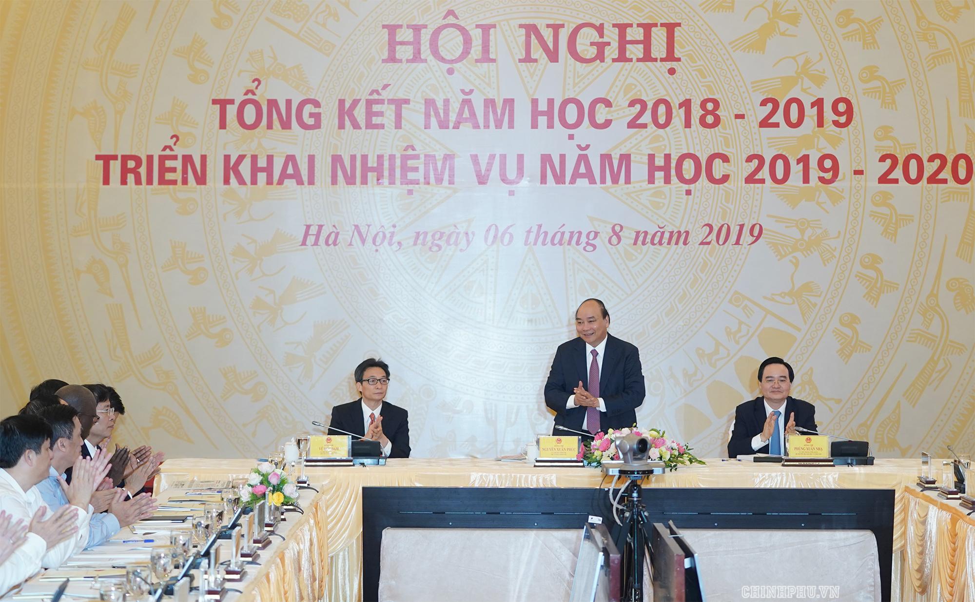 Thủ tướng Nguyễn Xuân Phúc, Phó Thủ tướng Vũ Đức Đam dự Hội nghị. Ảnh: VGP/Quang Hiếu