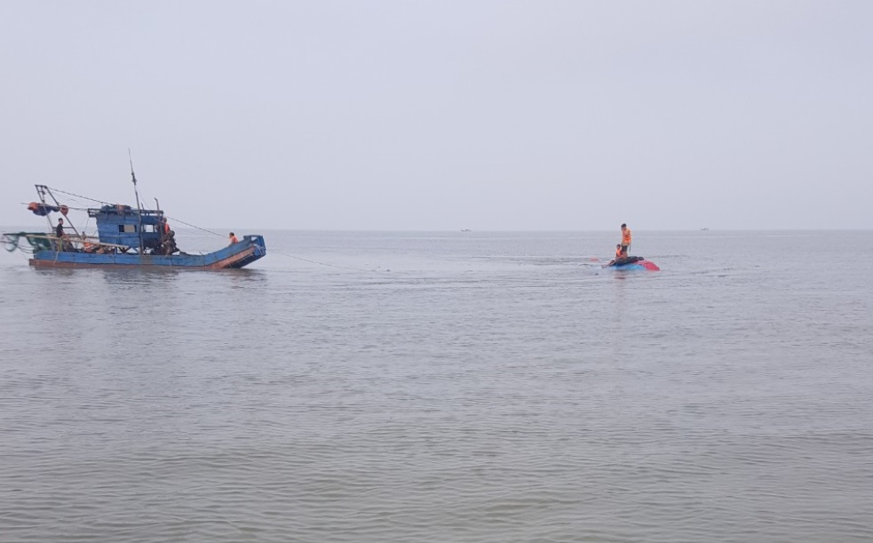 Lực lượng BĐBP tiếp cận vị trí Tàu gặp nạn.