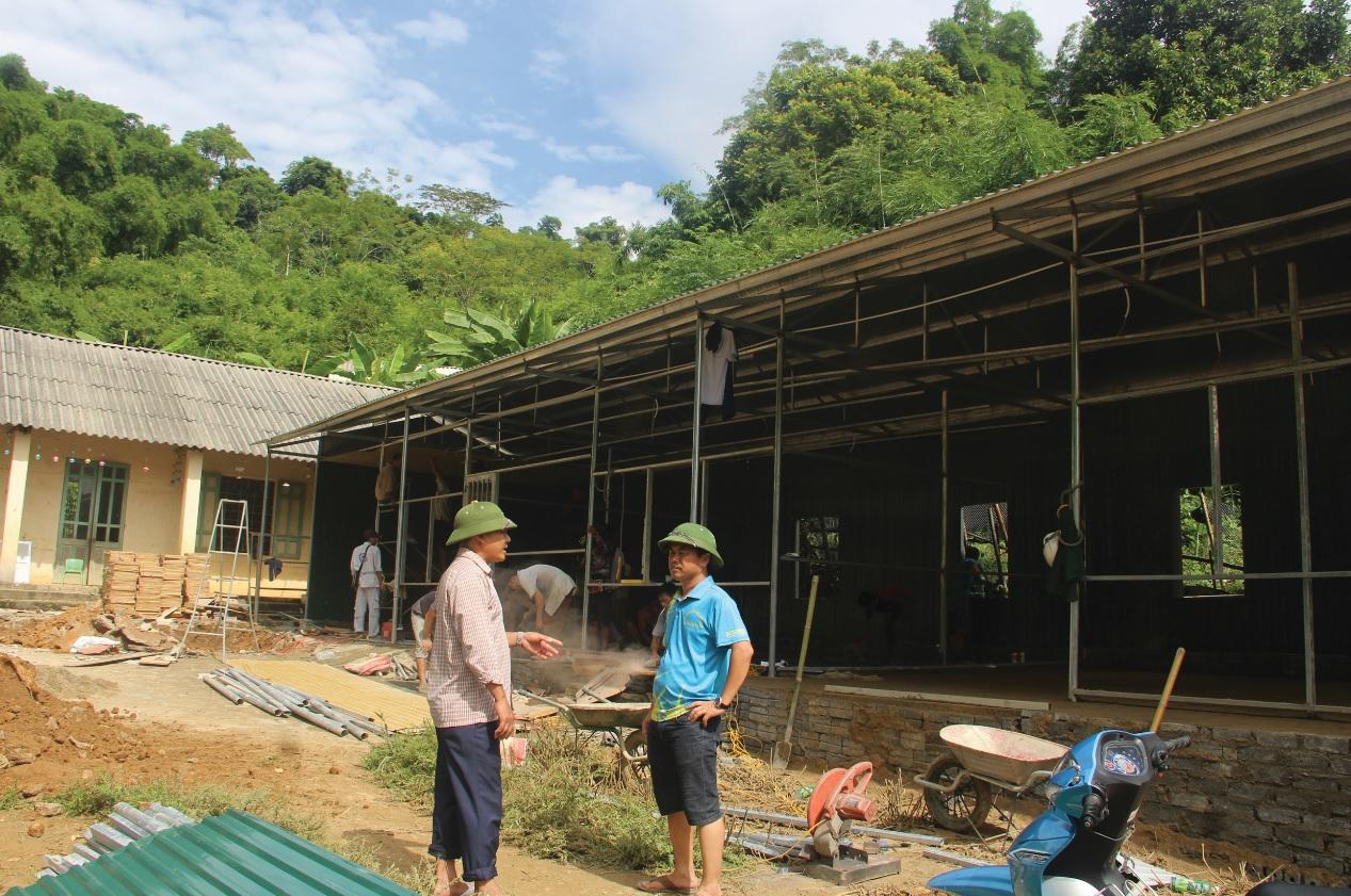 UBND huyện Quan Sơn đã đầu tư, làm phòng học lắp ghép ở bản Sa Ná cho học sinh học tạm, chờ xây trường mới.