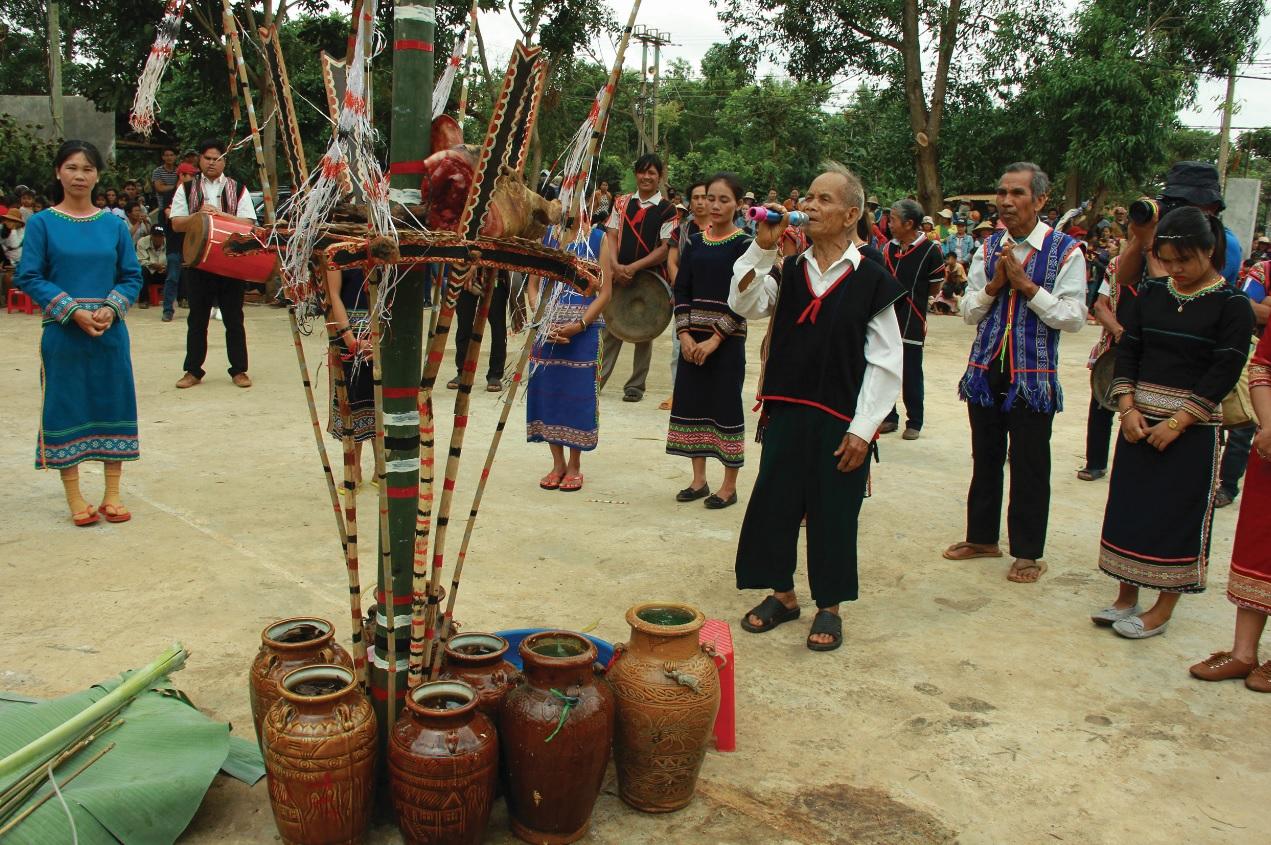 Đời sống của đồng bào các DTTS ở Tây Nguyên không ngừng được nâng cao; nhiều giá trị văn hóa truyền thống được bảo tồn, phát triển.