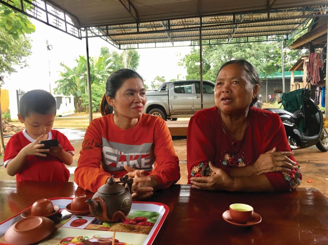 Già Rơ Châm Phyal kể về sự đổi thay của buôn làng.