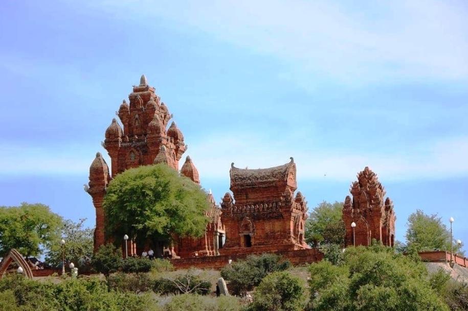 Di tích quốc gia đặc biệt tháp Po Klong Garai vẫn chưa thu hút được du khách như kỳ vọng.