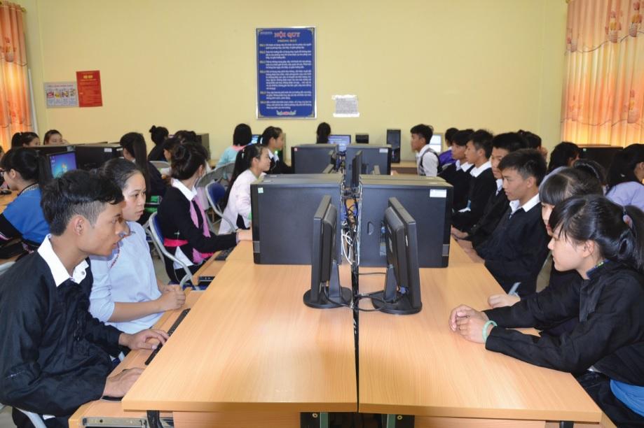 Giờ học công nghệ của các em học sinh Trường THPTDTNT tỉnh Lào Cai.