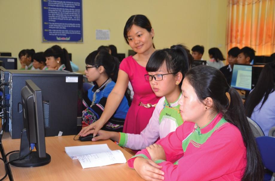 Trường THPTDTNT tỉnh Lào Cai luôn gắn việc dạy và học văn hóa với công tác hướng nghiệp dạy nghề.
