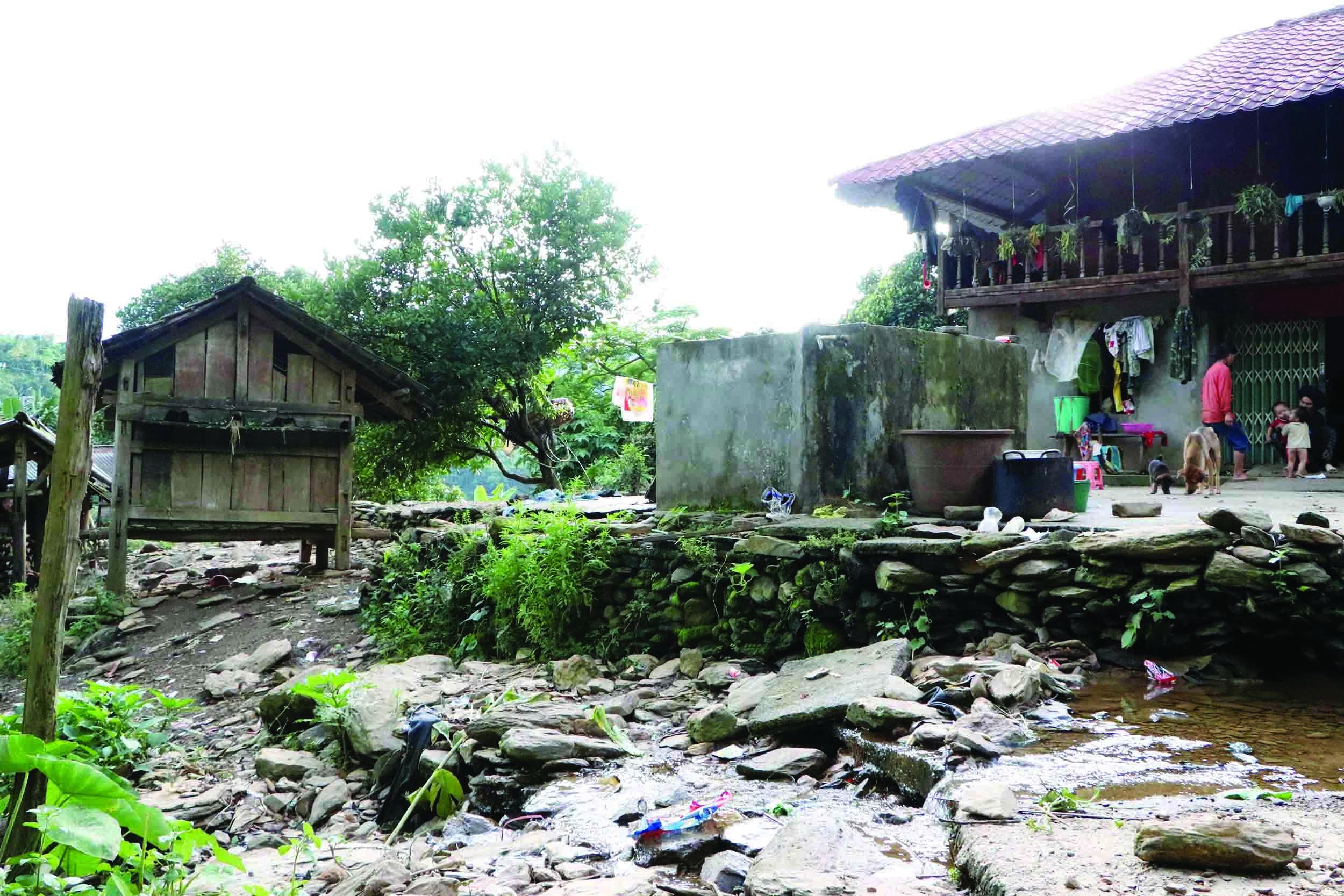 Hàng chục hộ dân trên địa bàn xã Lản Nhì Thàng có nhà bị sụt lún, nứt, tiềm ẩn nguy cơ mất an toàn cao.