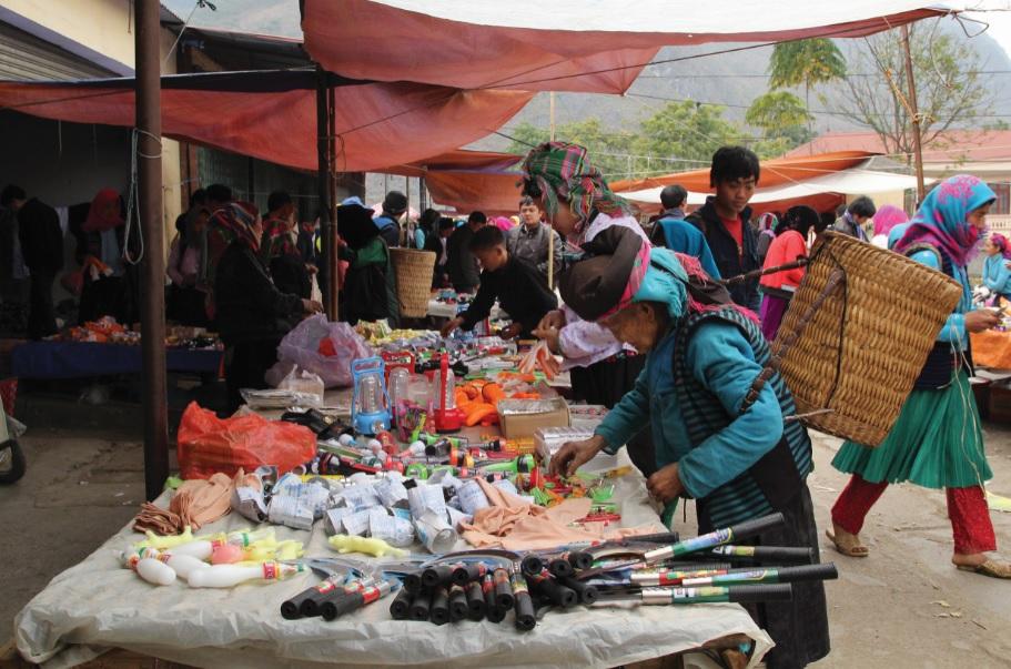 Chợ có vai trò rất quan trọng trong phát triển kinh tế-xã hội ở miền núi.
