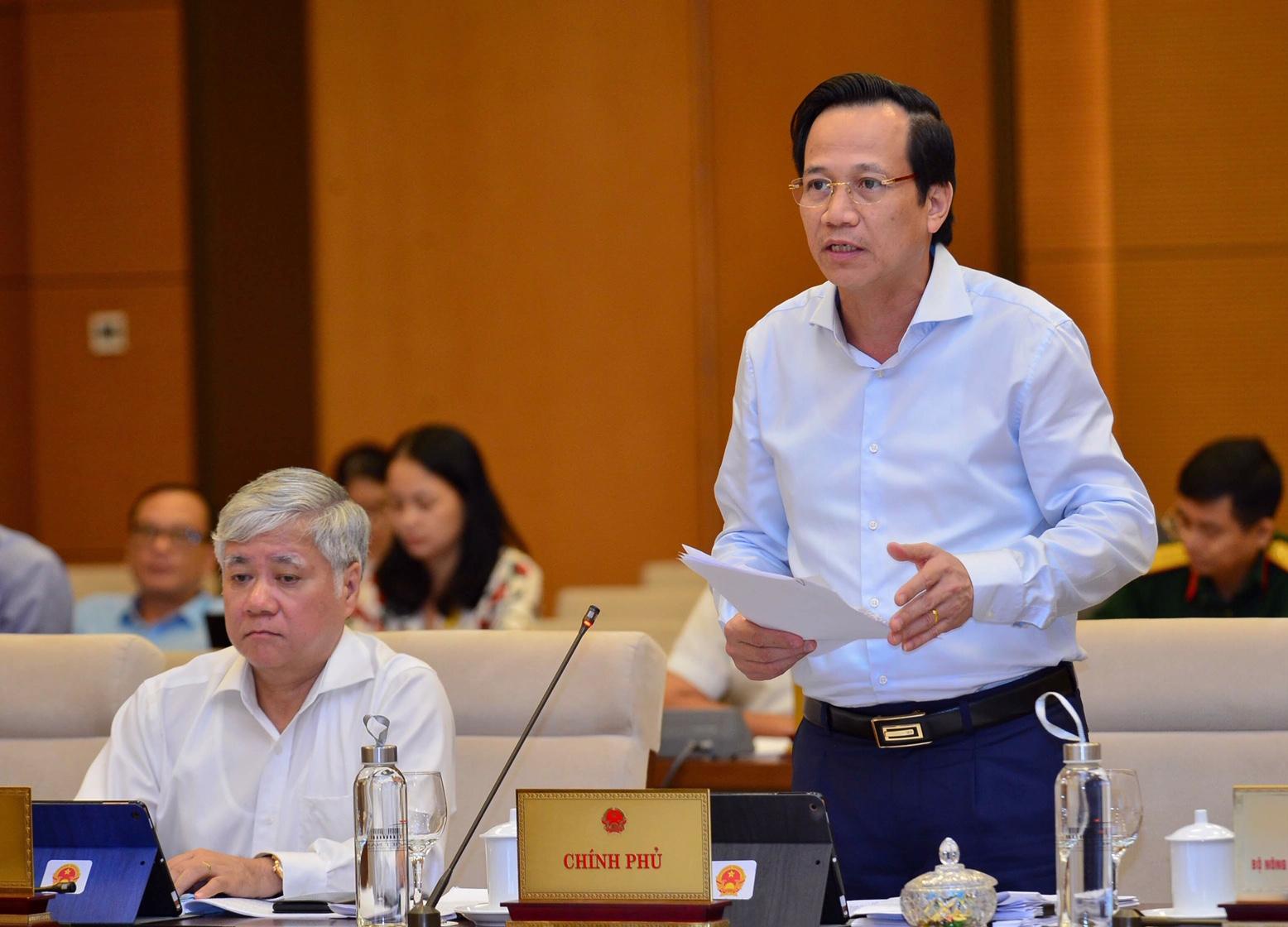 Bộ trưởng Đào Ngọc Dung phát biểu tại phiên họp. Ảnh: VGP/ Nhật Bắc