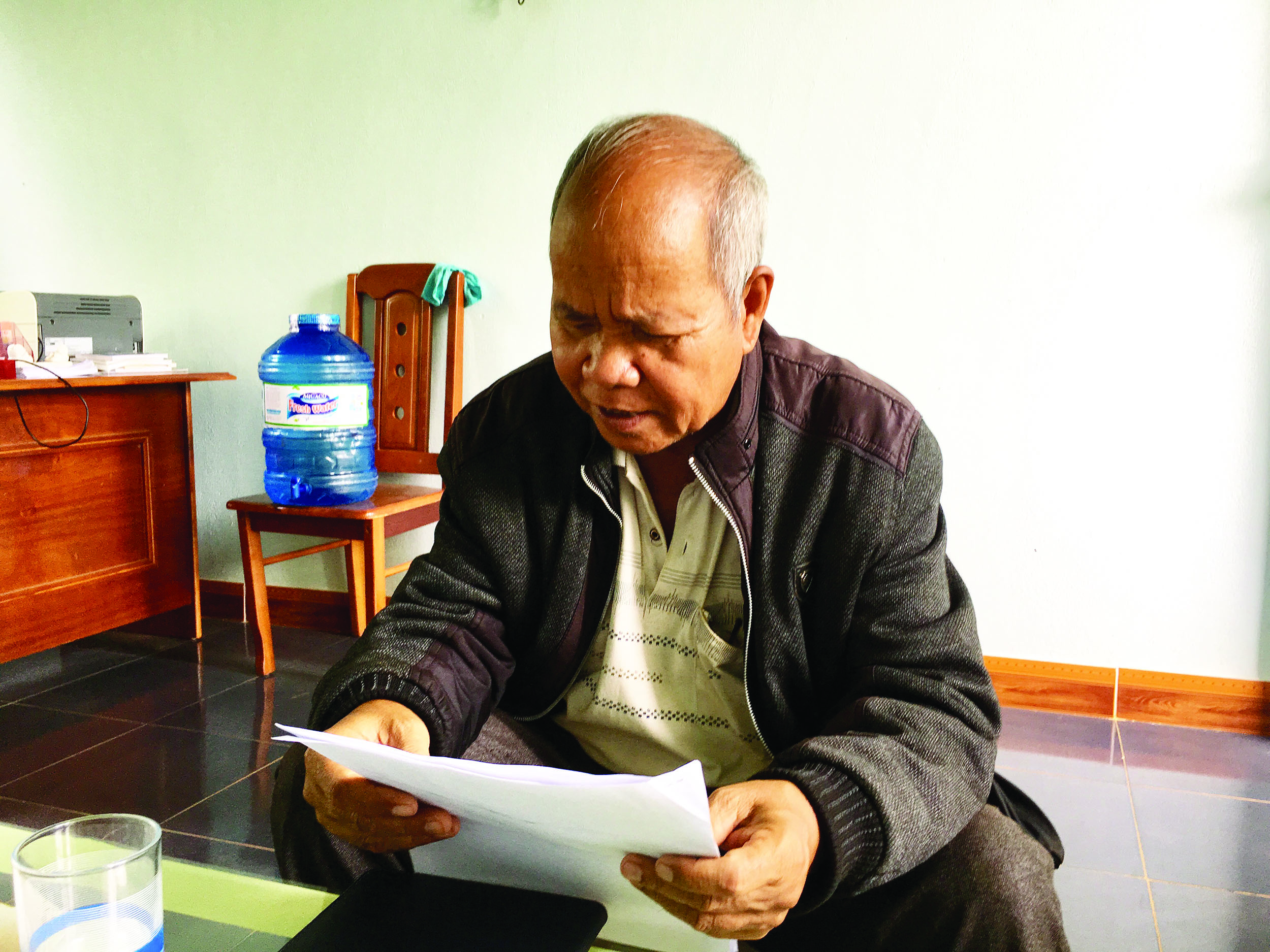Già làng Rơ Lan Kai luôn hết mình với công việc chung của làng.