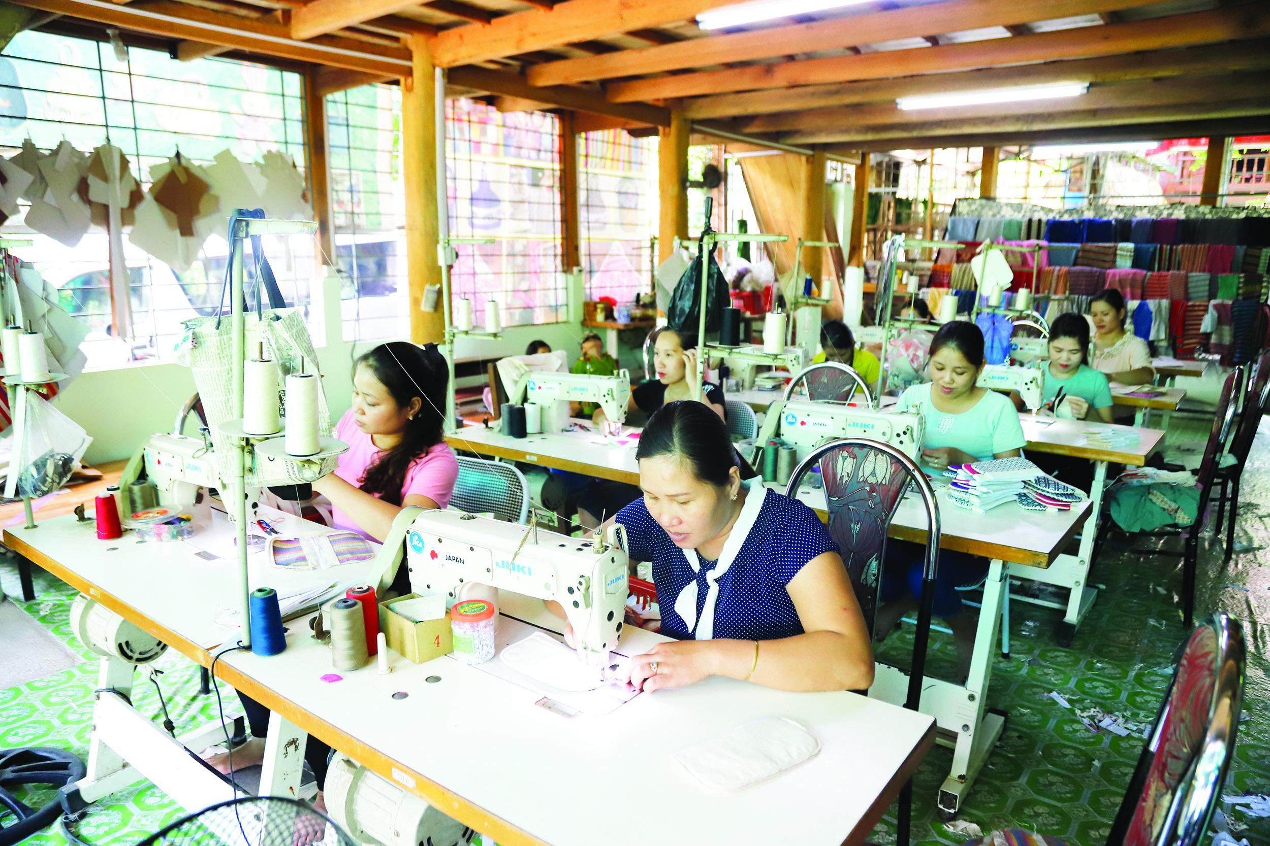 HTX Dệt thổ cẩm và Dịch vụ du lịch Chiềng Châu đang tạo việc làm cho hơn 30 lao động dân tộc Thái.