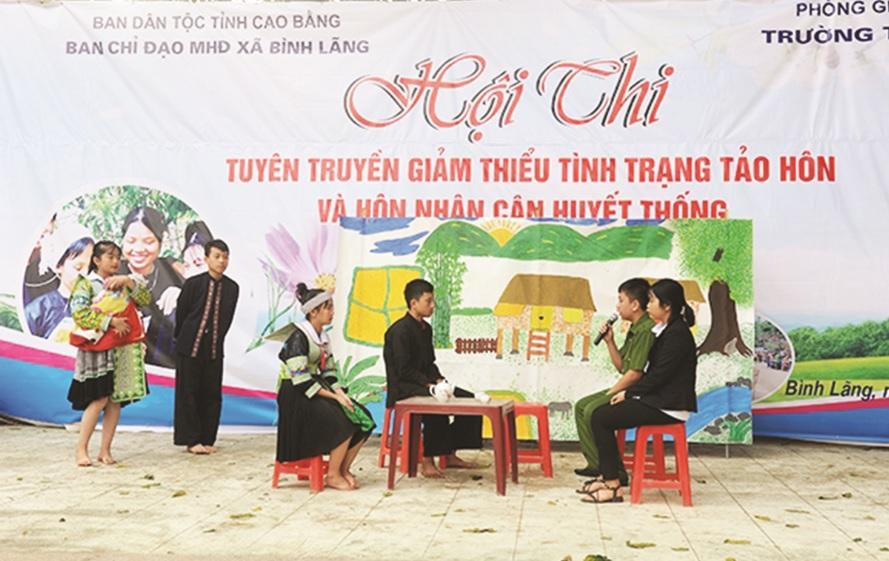 Hội thi tuyên truyền giảm thiểu tình trạng tảo hôn và hôn nhân cận huyết thống tại xã Bình Lãng, huyện Thông Nông.