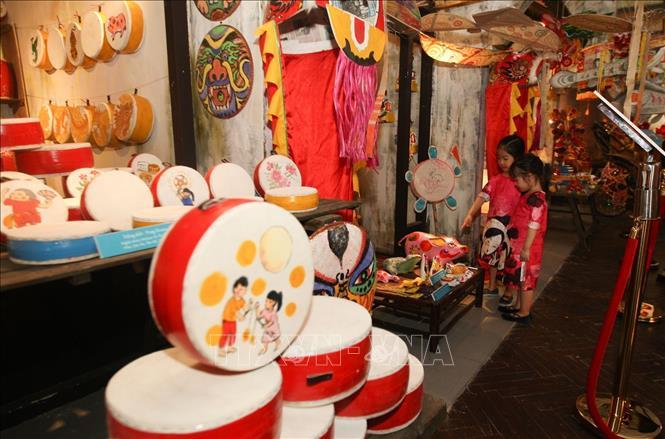 Không gian trưng bày Tết Trung thu truyền thống tại Hoàng thành Thăng Long. Ảnh: Thanh Tùng - TTXVN